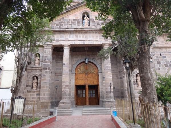 Parroquia de la Vírgen de la Purísima Concepción, terminada en 1821, su facha e interior de estilo neoclásico con elementos dóricos. Real de Catorce SLP