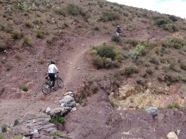 Sandra en subida extrema, ciclismo de montaña