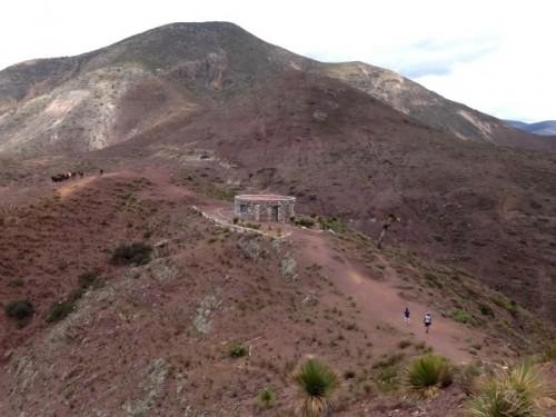 Vista desde el Cerro el Quemado de la caseta de vigilancia, montañas y desierto mágico