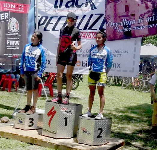 Podium categoría femenil MTB La Dominante 2017, Tlacotepec Morelos