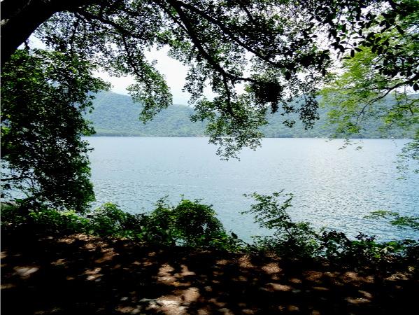Paisaje de la Laguna Santa Ma. del Oro, Nayarit
