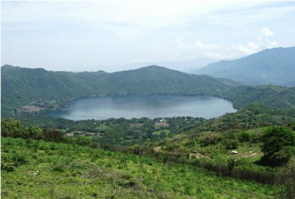 Laguna Santa Maria del Oro, enmedio de la Sierra Oriental de Nayarit. Perímetro de 8 km, profundidad 60 m