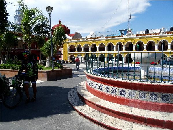 Izúcar de Matamotros Palacio Municipal y jardín, etapa de la Ruta Chichimeca 2017, tramo Cuautal-Izúcar.