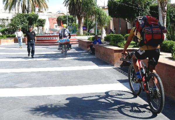 Grupo ciclista de Ruta Chichimeca 2017 en el centro de Izúcar de Matamoros Puebla