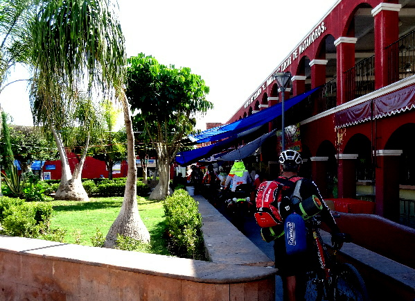 Comida de ciclistas del grupo Ruta Chichimeca y ciclistas de Cuautla Morelos que acompañaron al grupo