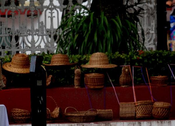 """Artesanía de """"mutusay"""", especie de bejuco para la fabricación de muebles, sombreros canastas y figuras. Cicloturismo 2017"""