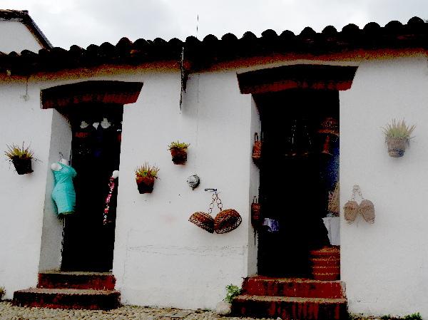 Casa con macetas y artesanía de mutusay en Tapijulapa 2017, Pueblo Mágico del Estado de Tabasco
