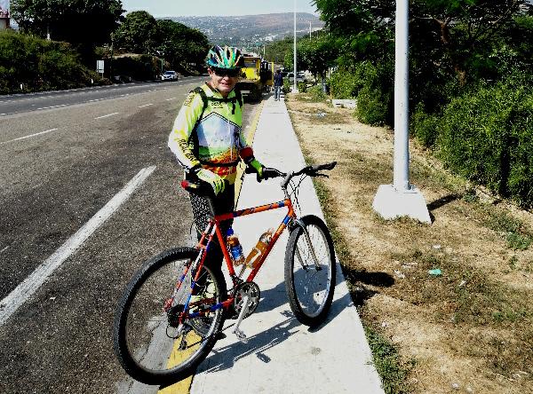Inicio de rodada en caseta autopista Tuxtla Gutiérrez-San Cristobal de las Casas Chiapas