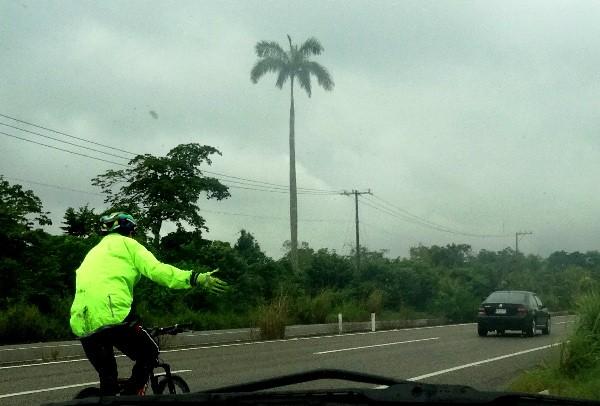 Cicloturista rumbo a Comalcalco y Paraiso Tabasco, tiempo lluvioso, enero 2018
