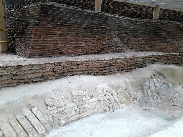 Comalcalco zona arqueológica, construciones de ladrillos prehispánicos a falta de piedras. Cicloturismo 2018