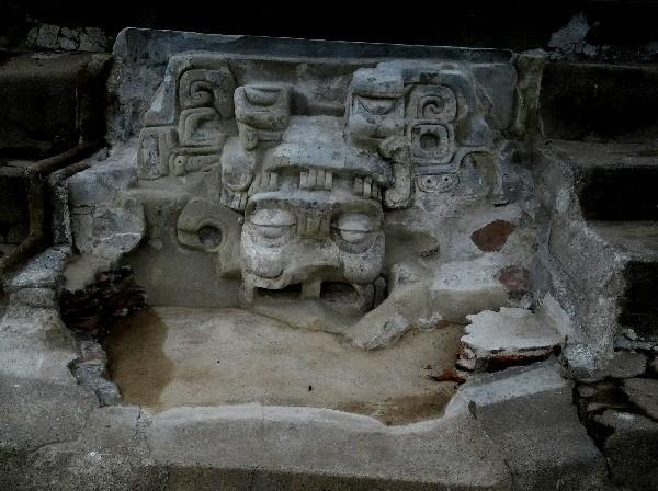Mascarones en zona arqueológica Comalcalco Tabasco, cicloturismo 2018