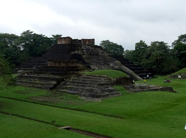 Panóramica de una parte de la zona arqueológica de Comalcalco Tabasco, cicloturismo 2018