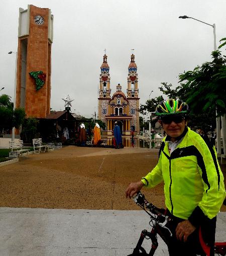 Explanada, reloj e iglesia de San Marcos de Paraiso Tabasco. Cicloturismo 2018