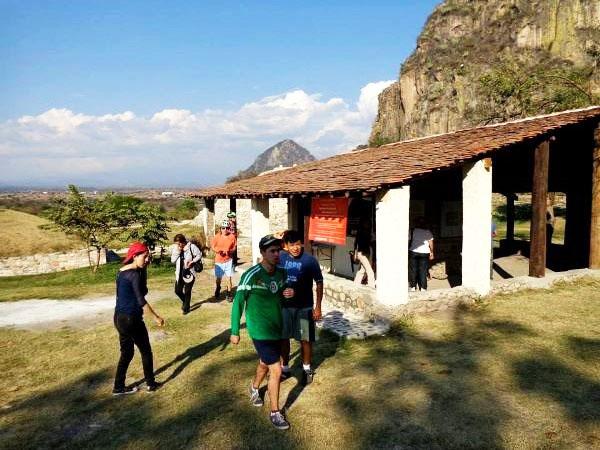 Caseta de entrada a la Zona Arqueológica de Chalcatzingo. Senderismo en Morelos