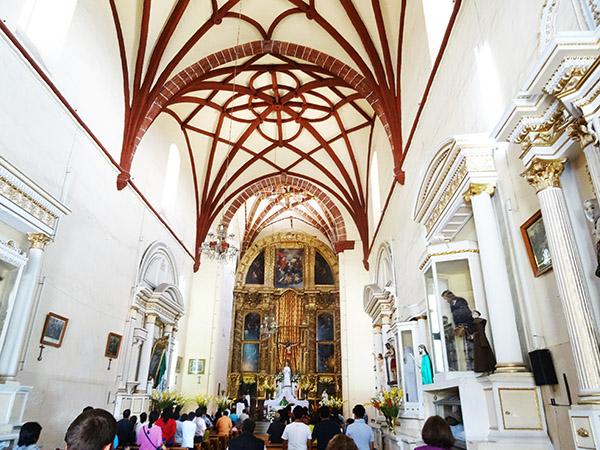 Interior del Templo de San Franisco, Atlixco Pueblo Mágico, Estadp de Puebla México. senderismo urbano