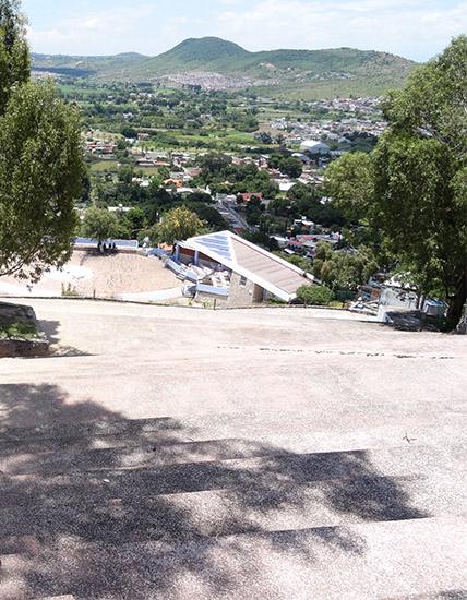 Escalinata y Plazuela de la Danza en el Cerro y Ermita de San Miguel, Atlixco Pueblo Mágico Estado de Puebla, senderismo urbano