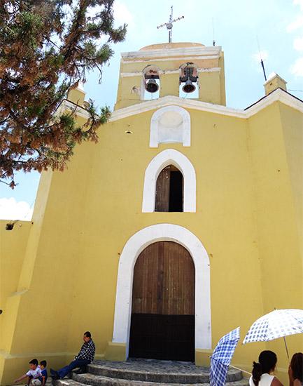 Ermita de San Miguel Patrono del Valle de Atlixco, ubicada en la cima del Cerro del mismo nombre. Estado de Puebla, senderismo México