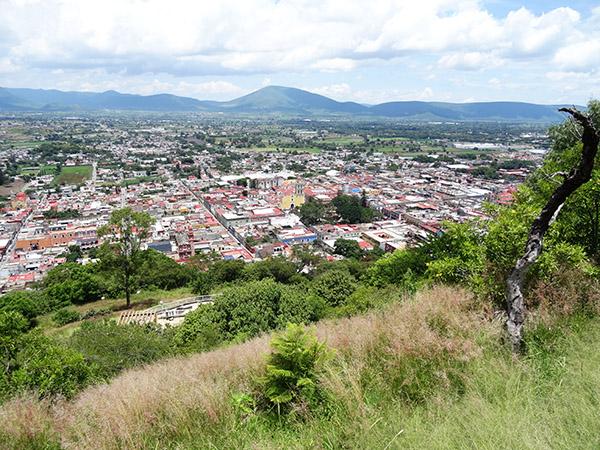 Panorámica del Valle de Atlixco, vista desde el Cerro de San Miguel. Estado de Puebla, senderismo México